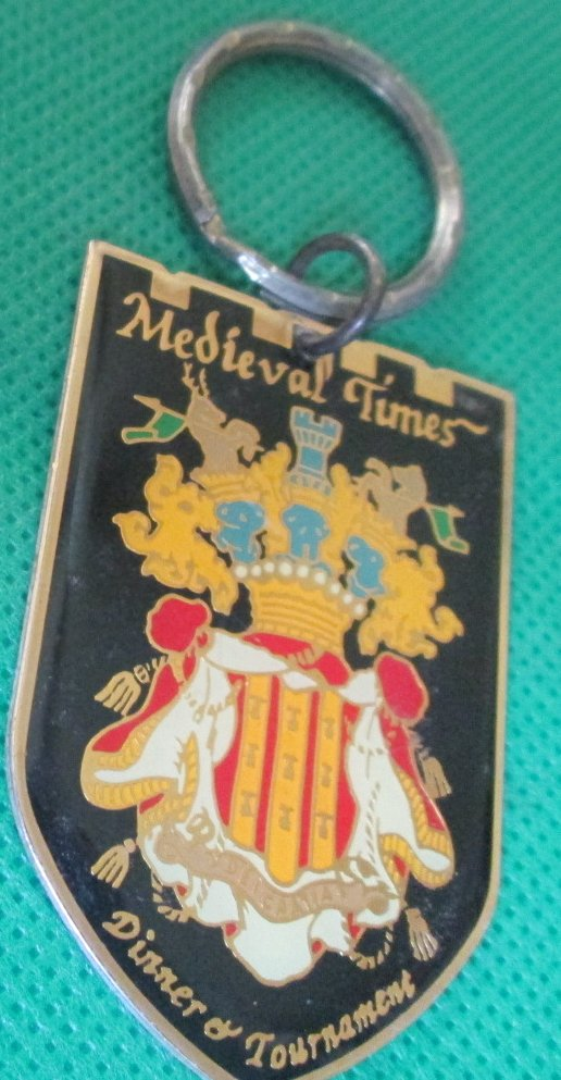 MEDIEVAL TIMES Dinner and Tournament metal keyring key chain