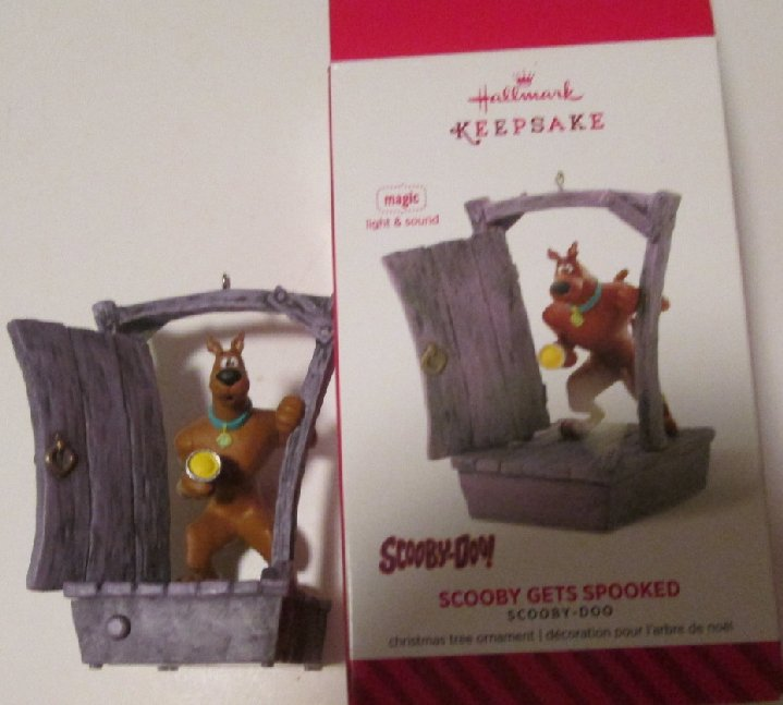 2014 Hallmark Ornament SCOOBY-DOO Scooby Gets Spooked, in box