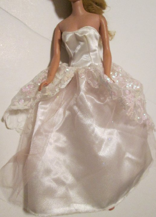 BARBIE doll Clothing Fashion sleeveless white gown DRESS