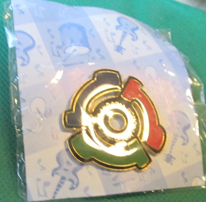 ROCK AND ROLL HALL OF FAME MUSEUM Cleveland pinback lapel PIN