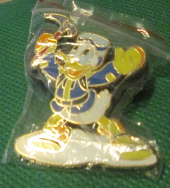 Disney DONALD DUCK Expedition Everest Treasure pinback pin