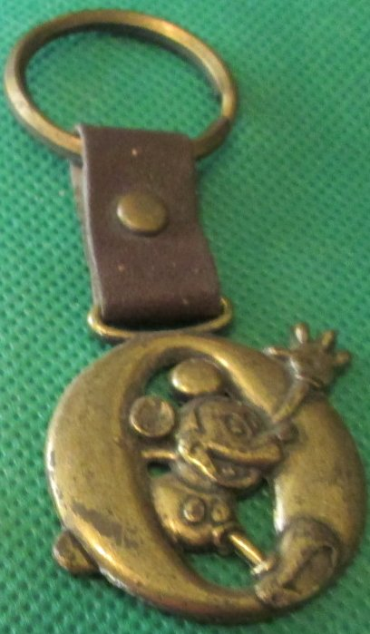 "MICKEY MOUSE letter O metal keyring key chain 1.5"", Disney"