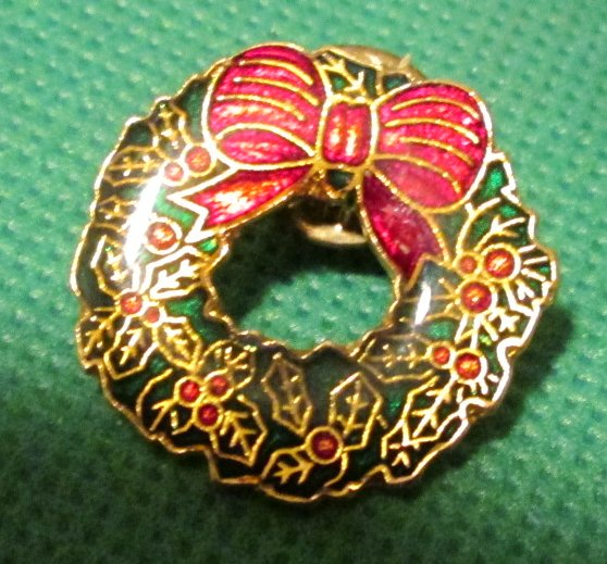 Christmas WREATH pinback lapel PIN 1""