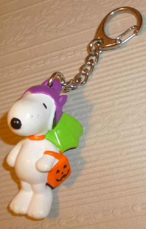 Peanuts Halloween SNOOPY PVC Figure clip-on 2""