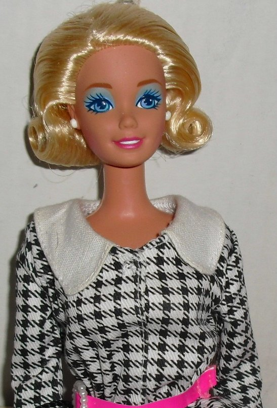 CE BARBIE Doll International Travel Blonde flip dressed