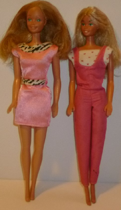 Vintage 80s lot of 2 BARBIE blonde hair Dolls dressed