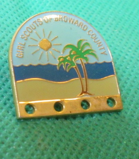 GIRL SCOUTS OF BROWARD COUNTY pinback lapel Pin 1""