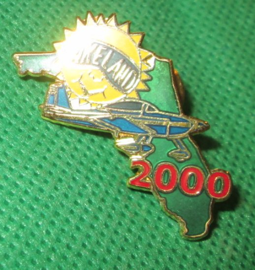2000 LAKEWOOD Florida FL pinback Pin 1.5""